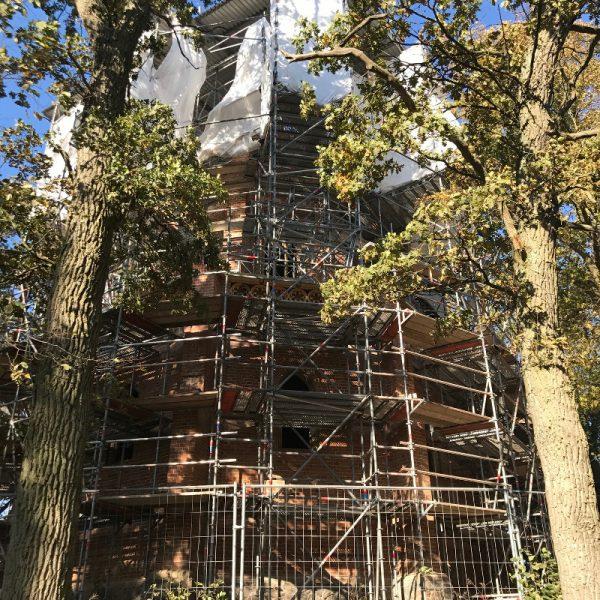 Die eingerüstete Jahnkapelle im Oktober 2018