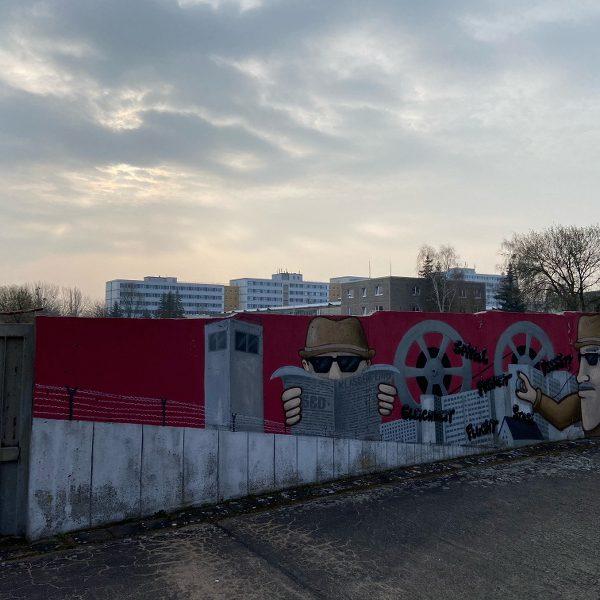 Graffiti an der Zufahrt zur ehemaligen MfS_Untersuchungshaftanstalt
