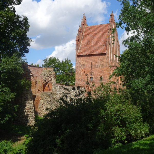 Wieckhausruine und Neues Tor